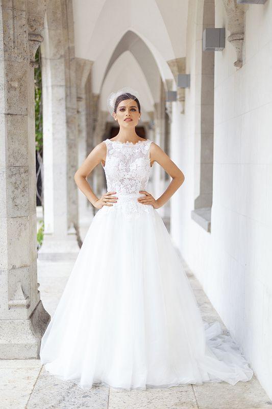 Brautkleider 2019 Brautkleider Brautmode Und Herrenanzuge